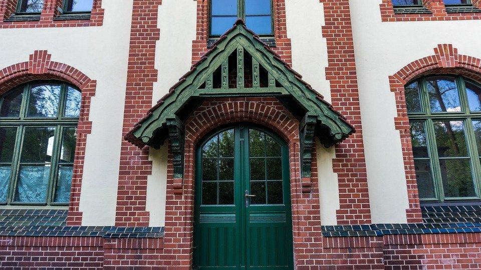 Pensiline per porte d'ingresso